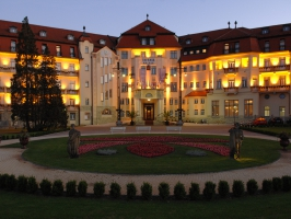 Thermia Palace-evening.jpg